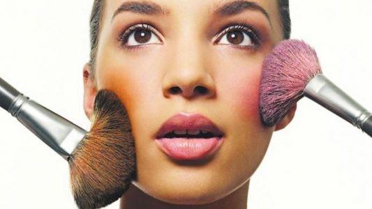 tendências essenciais em maquiagem que resistem através dos tempos